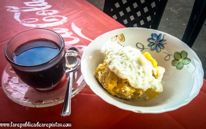 Bolon con huevo para el desayuno